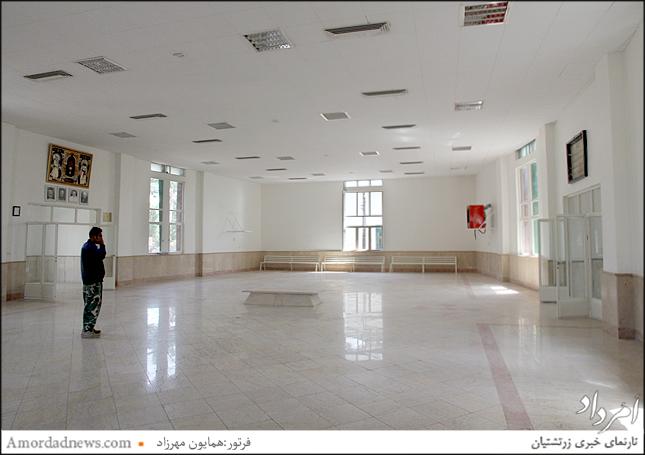 بازسازی سقفهای تالار بزرگ اوستاخوانی به همراه رنگآمیزی