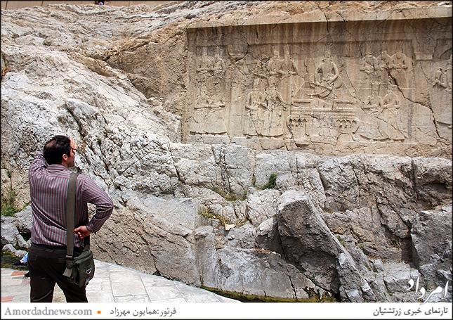 در سال 1248 هجری قمری  فتحعلی شاه قاجار دستور میدهد نگاره ساسانی را هموار کنندو نقشی از تصویر خود را حکاکی کنند