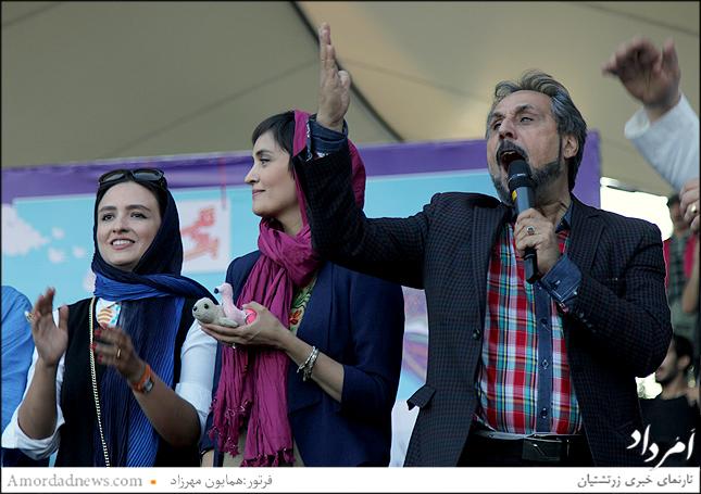 مجید قناد با همان اصطلاحات همیشگی خود حاضرین را به شوق درآورد، درکنار وی میترا حجار و گلاره عباسی