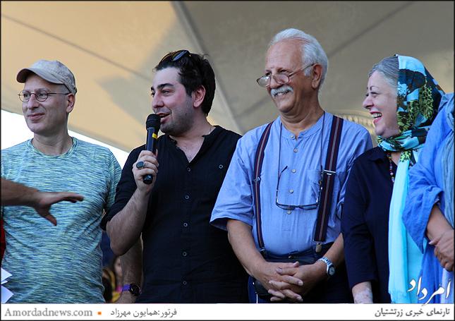 از راست: آزاده پورمختار(نقش زی زیگلو)، هرمز هدایت، مانی محمدی ونفر آخر رامین ناصر نصیر