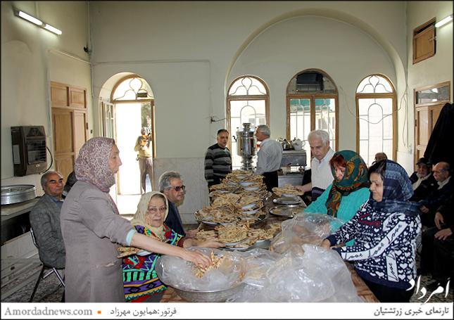 چهره سمت چپ: تاج گوهرخداداد کوچکی(خادم) هموند انجمن زرتشتیان تهران