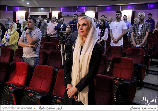 احترام به سرود میهنی ای ایران