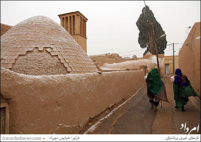 روستای زرتشتی نشین چم  به همراه درخت سرو 3000ساله