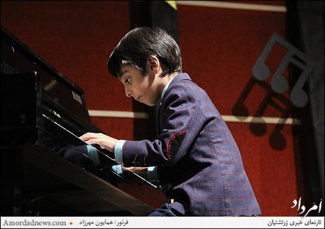 آرتین فلاحتی نوازنده پیانو ، کوچکترین شرکت کننده شش ساله