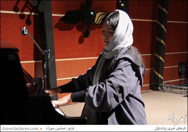 موژان فرزانه نوازنده پیانو